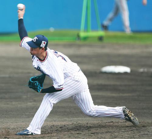 ヤクルト対巨人 8回表巨人の攻撃から登板する吉田喜(撮影・河田真司)