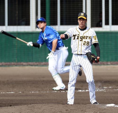 阪神対DeNA 4回表DeNA無死一、二塁、小野は佐野に中越え3点本塁打を被弾(撮影・加藤哉)