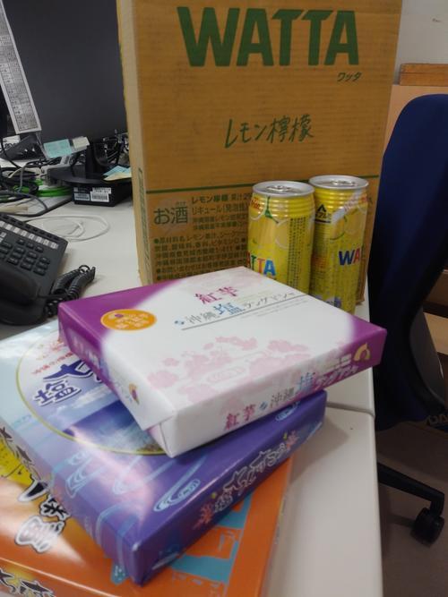 沖縄の若手記者から会社に届いた差し入れ