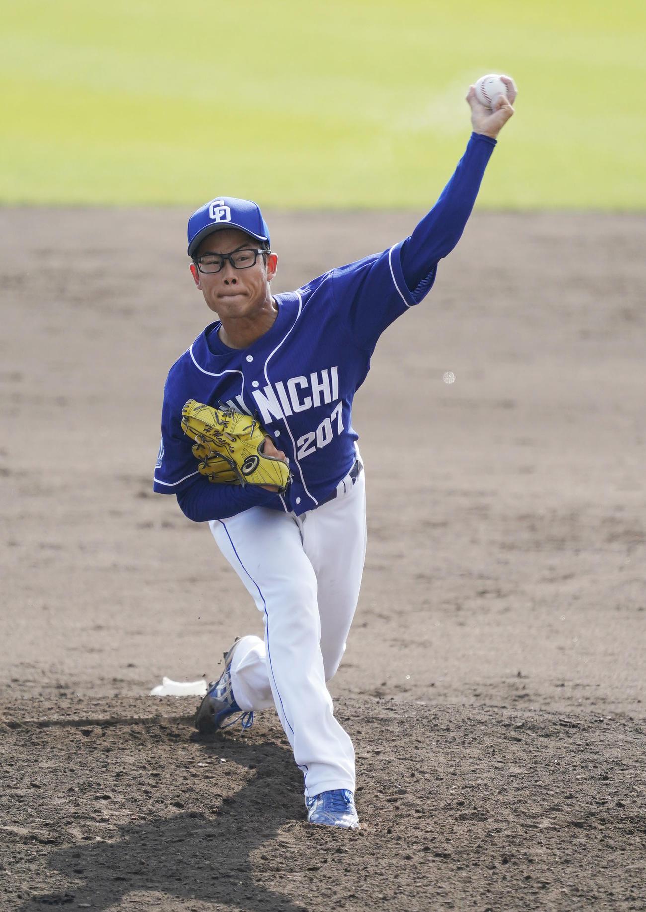 中日4番手として実戦初登板の松田亘哲(撮影・森本幸一)
