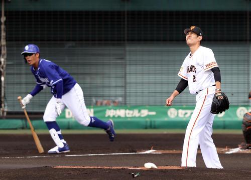 巨人対中日 1回表中日1死、京田に三塁打を打たれる井納(撮影・狩俣裕三)