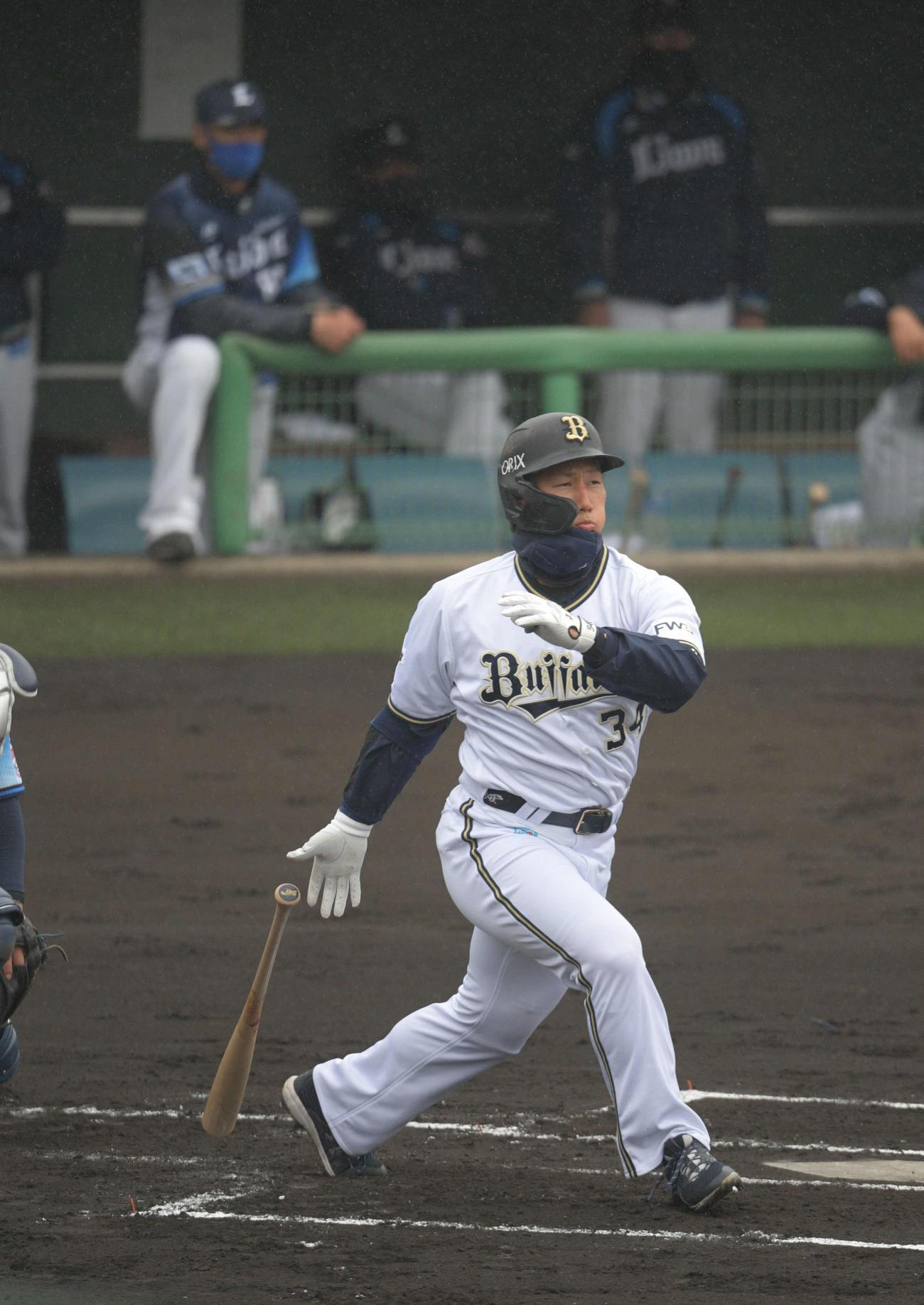 1回裏オリックス2死二塁、吉田正尚は適時二塁打を放つ(撮影・渦原淳)