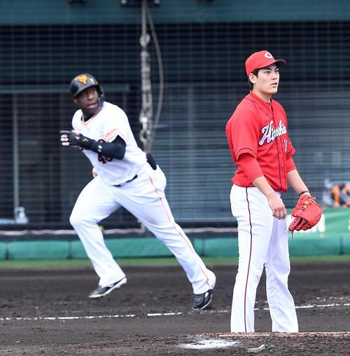 巨人対広島 3回裏巨人2死三塁、ウィーラーに左適時二塁打を打たれた九里(撮影・前岡正明)