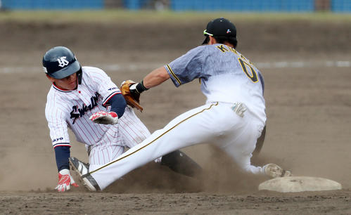 ヤクルト対阪神 5回裏ヤクルト2死一塁、打者宮本のとき一走の代走並木は二塁盗塁失敗、右は木浪(撮影・加藤哉)