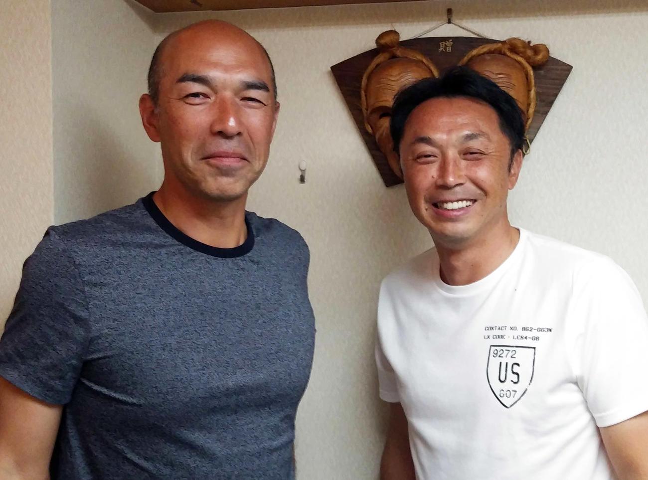 キャンプ視察を終え、笑みを浮かべる宮本慎也氏(右)と和田一浩氏