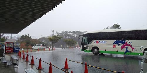阪神青柳がバスで到着した瞬間から、曇りだった宜野座は豪雨に