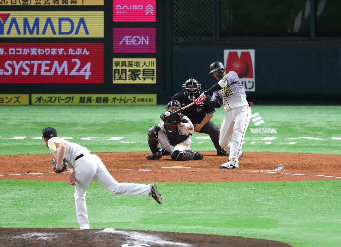 ソフトバンク対阪神 9回表阪神1死一、二塁、中谷は左前適時打を放つ(撮影・梅根麻紀)