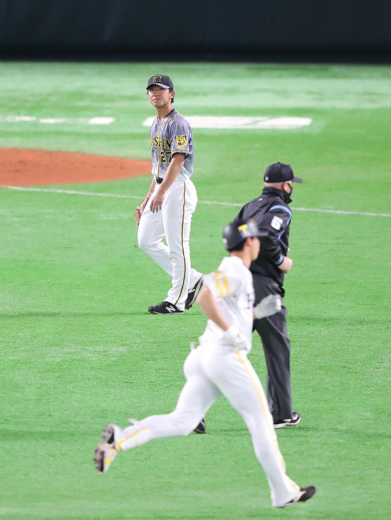 真砂勇介に右中間本塁打を浴びた伊藤将司(撮影・梅根麻紀)