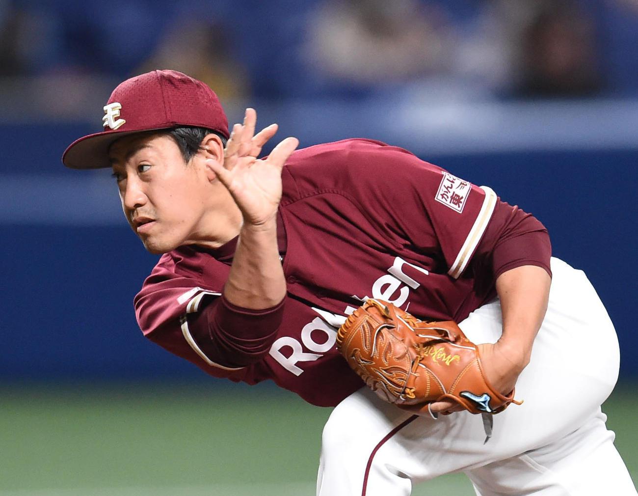 オープン戦・中日対楽天 7回裏、楽天4番手で登板する牧田和久(撮影・森本幸一)