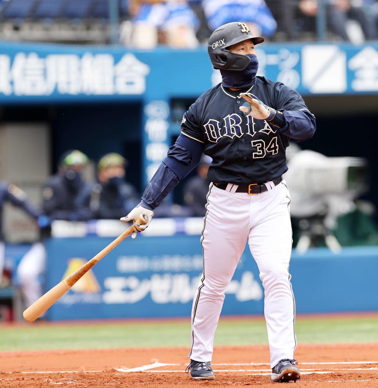 DeNA対オリックス 1回表オリックス1死、吉田正は右越え本塁打を放つ(撮影・鈴木正人)