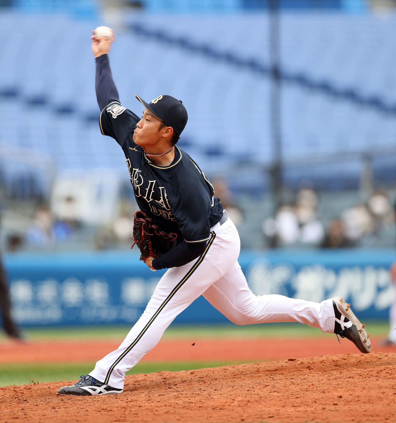 DeNA対オリックス 5番手で力投するオリックス中田(撮影・鈴木正人)
