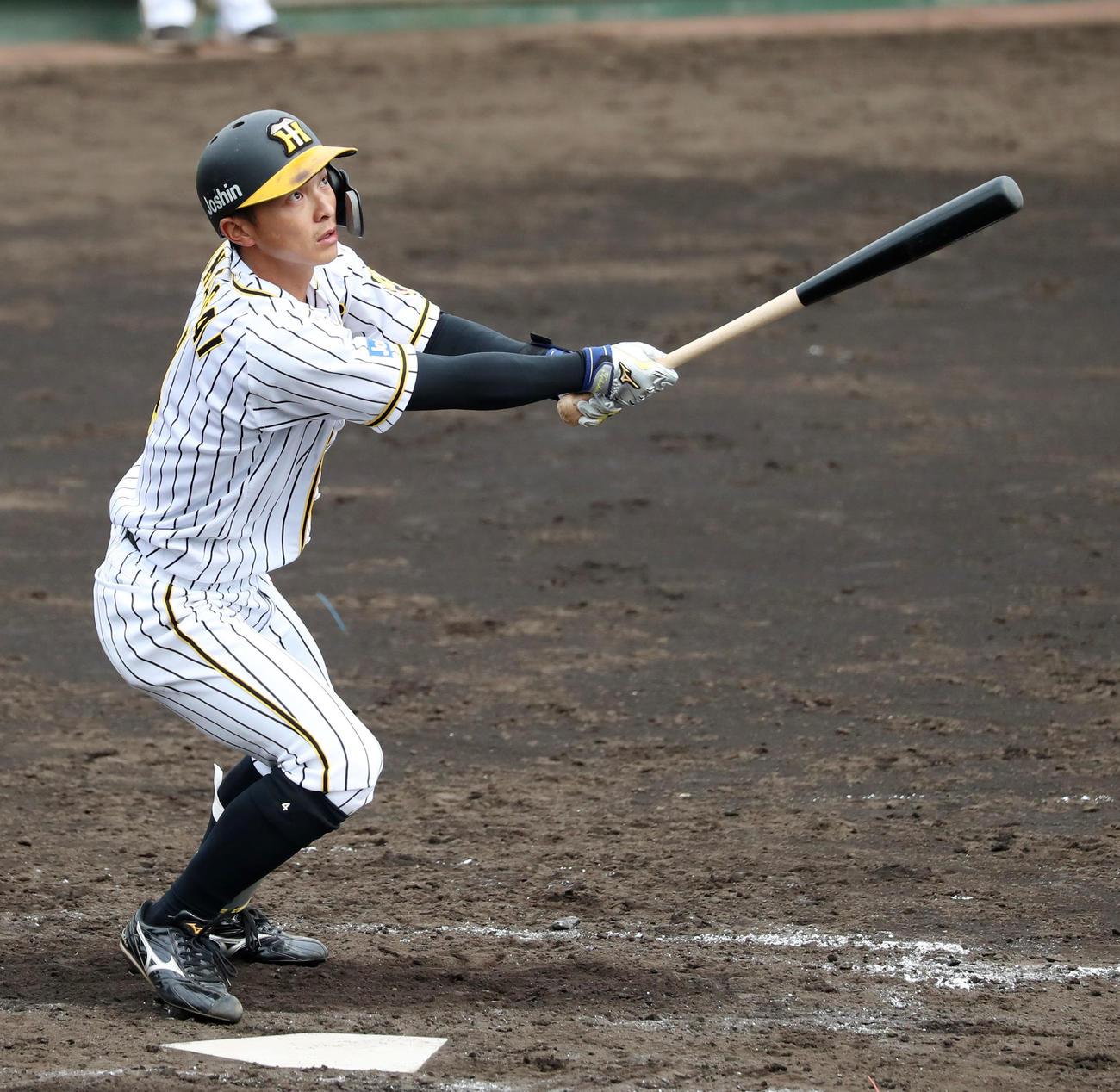 阪神対関大 5回裏阪神無死、熊谷は右越え三塁打を放つ(代表撮影)