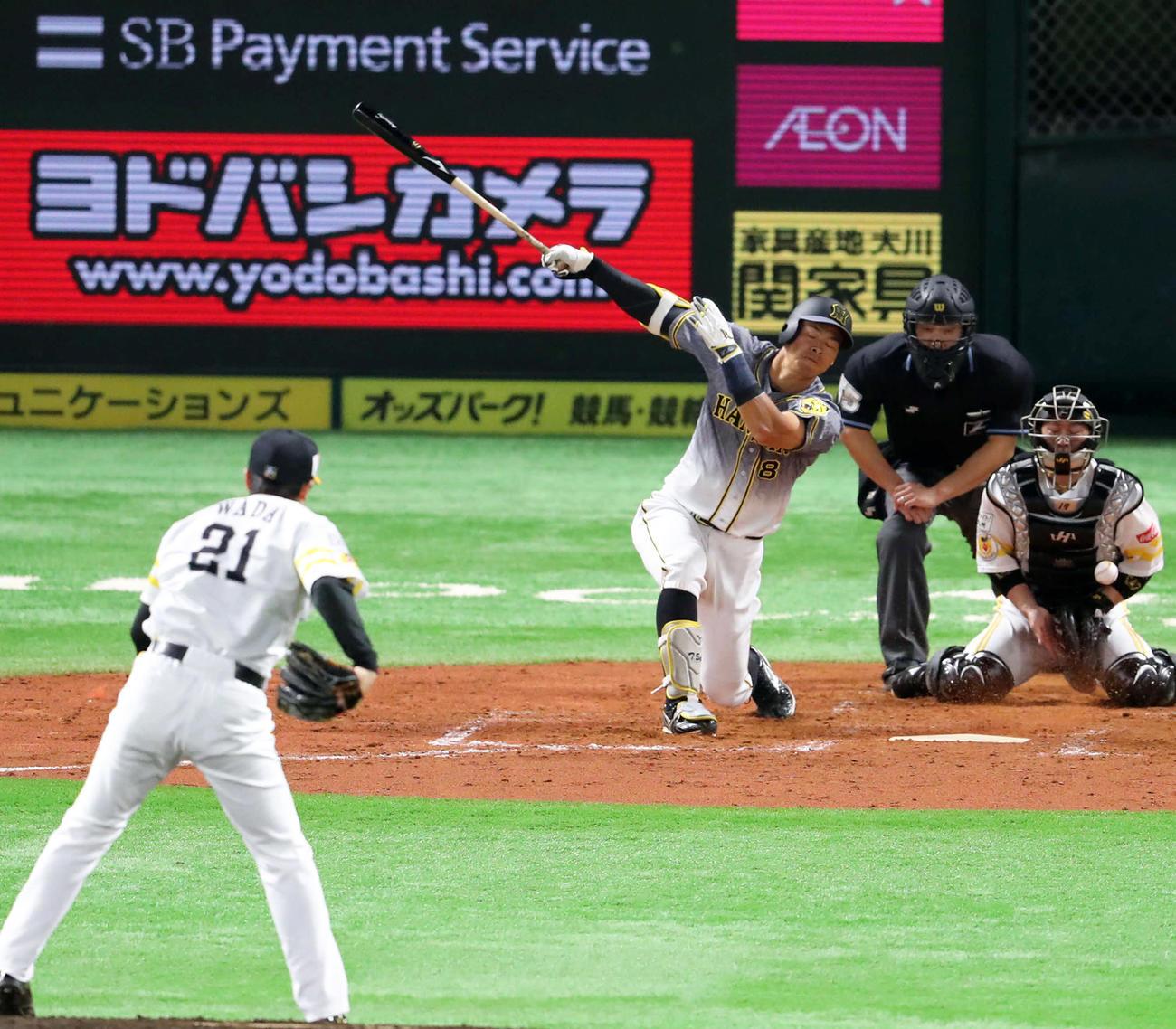3回表阪神2死、佐藤輝明は12球目の外角低めの変化球で空振り三振(撮影・梅根麻紀)