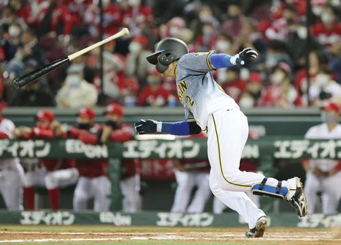 プロ野球広島対阪神 4回表阪神2死一、三塁、梅野は勝ち越しの中前適時打を放つ(撮影・加藤孝規)