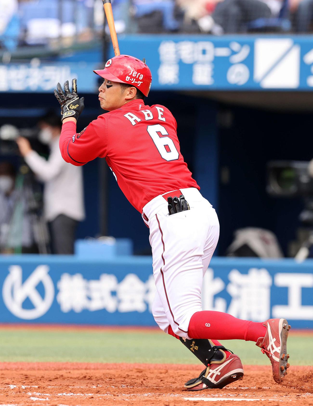 DeNA対広島 3回表広島無死、安部は左中間にソロ本塁打を放つ(撮影・鈴木正人)