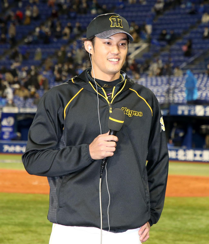 DeNA対阪神 今季初勝利でヒーローインタビューに答える藤浪(撮影・加藤哉)