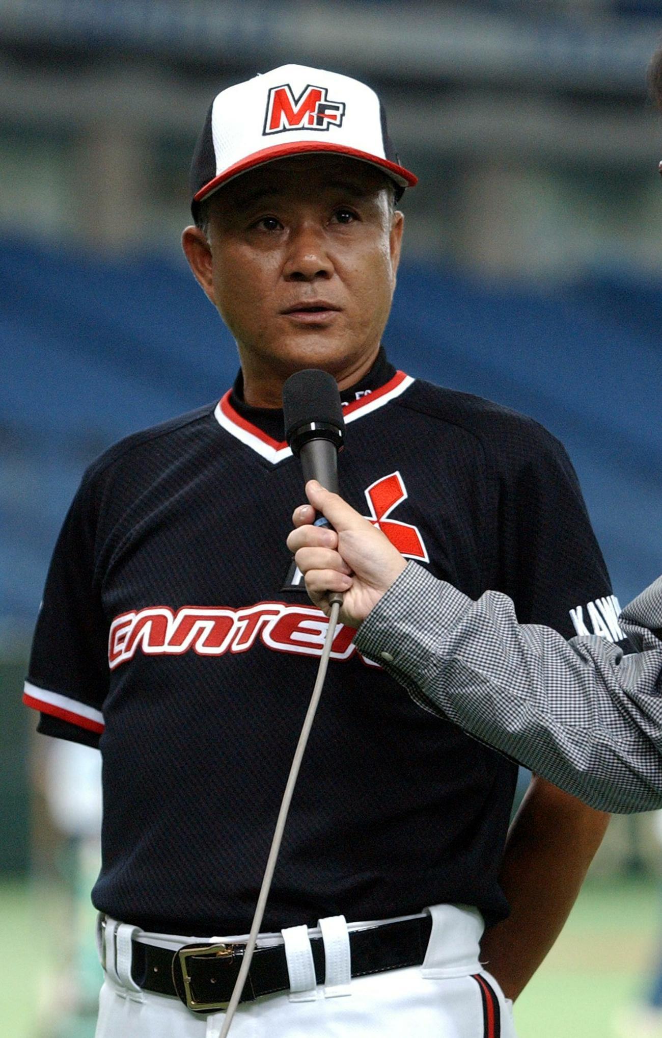 垣野多鶴氏(写真は三菱ふそう監督時代の03年8月28日撮影)
