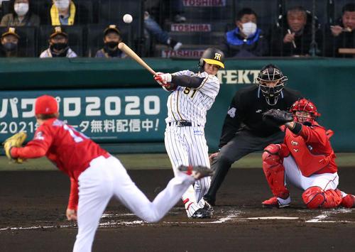 阪神対広島 2回裏阪神2死一、二塁、中野は先制右前適時打を放つ(撮影・上山淳一)