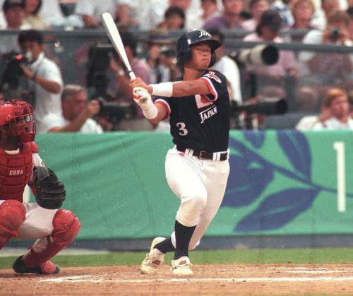 アトランタ五輪決勝のキューバ戦で打撃を行う松中信彦(96年8月2日)