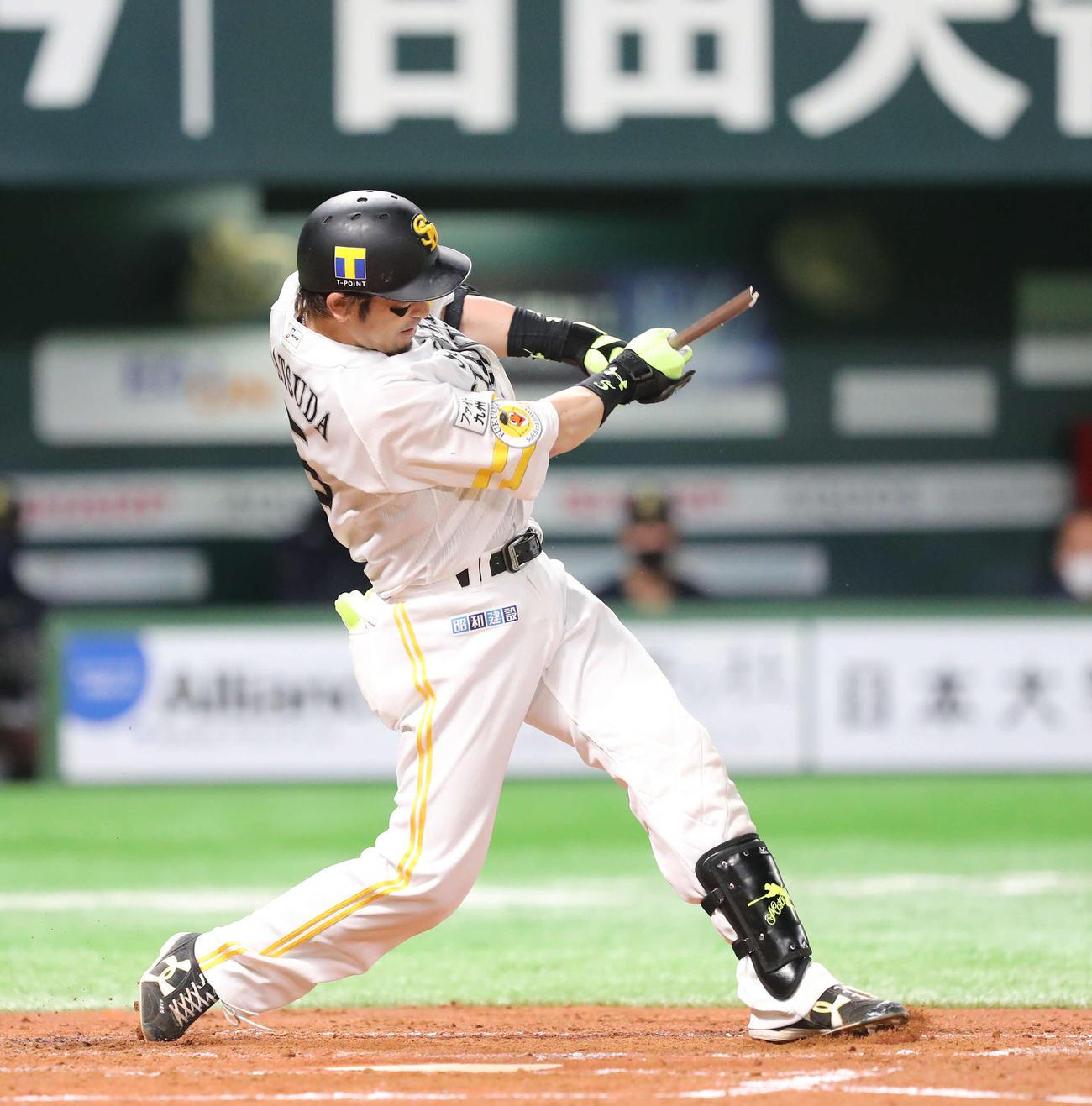 ソフトバンク対オリックス 2回裏ソフトバンク2死二塁、松田宣は中前に先制適時打を放つ(撮影・梅根麻紀)