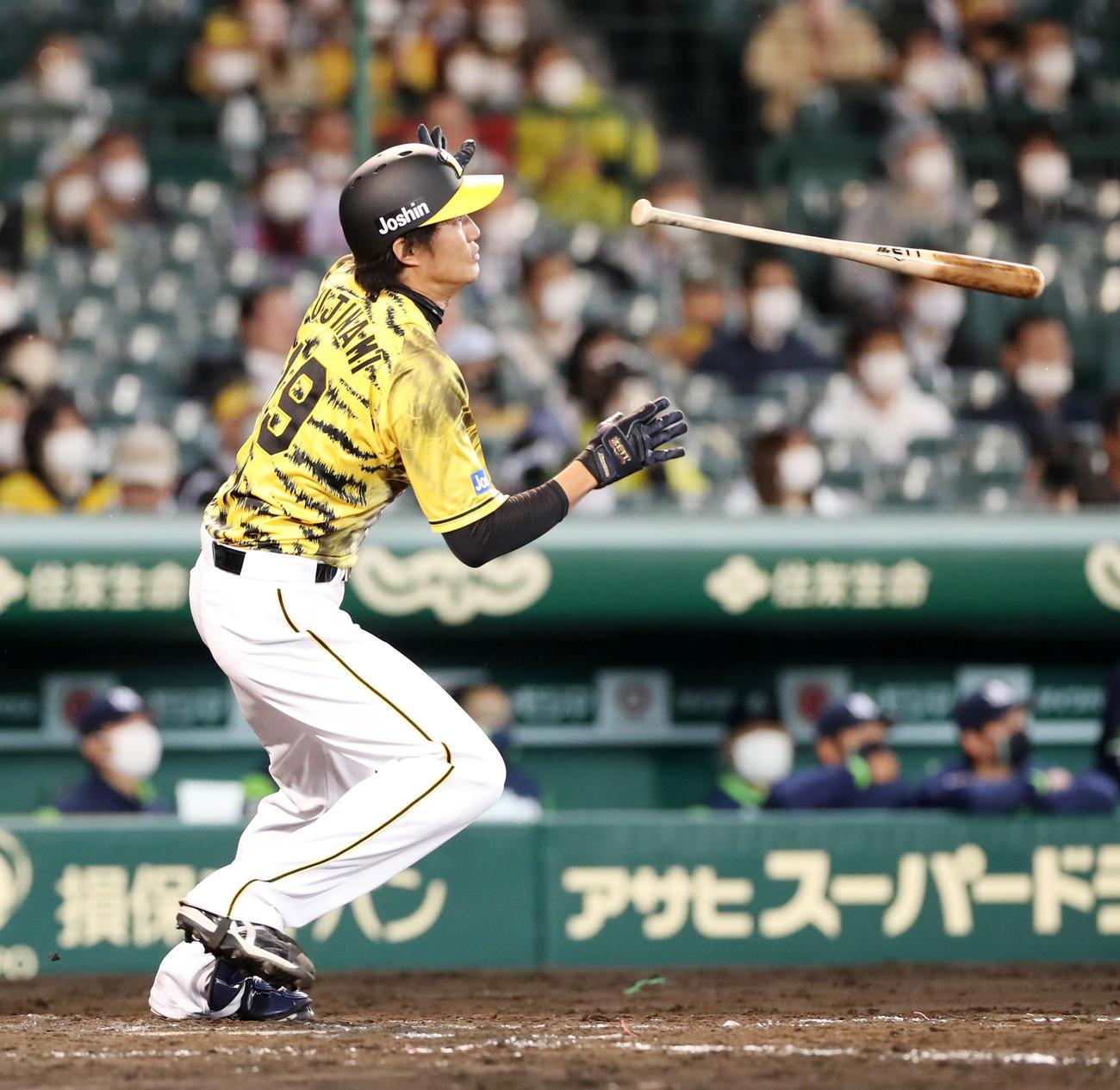 阪神対ヤクルト 5回裏阪神2死二塁、藤浪は左越え2点本塁打を放つ(撮影・加藤哉)