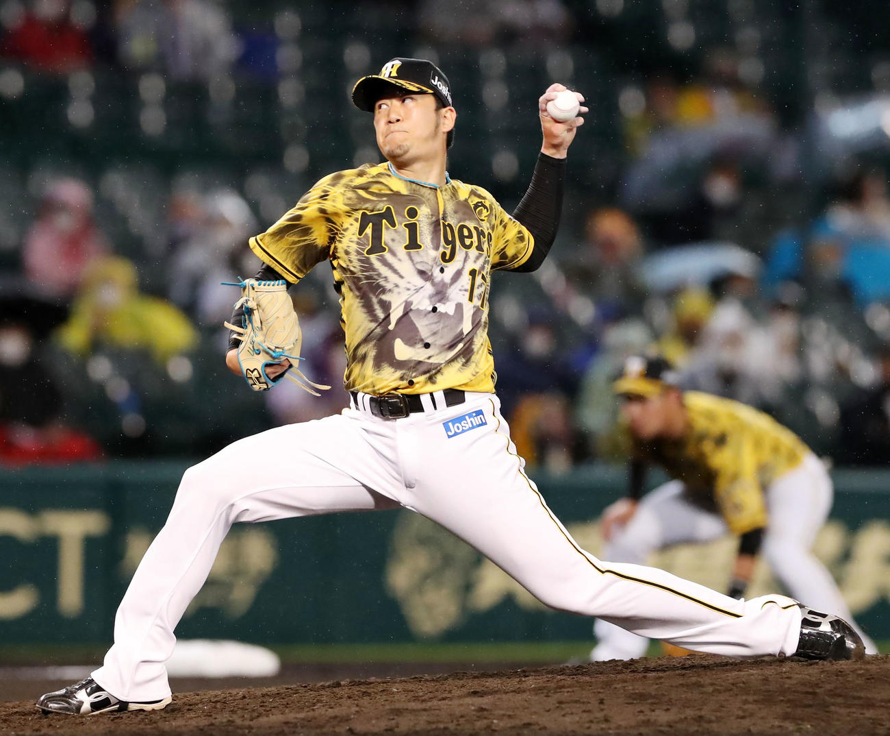 阪神対ヤクルト 7回表、阪神3番手で登板する岩貞(撮影・加藤哉