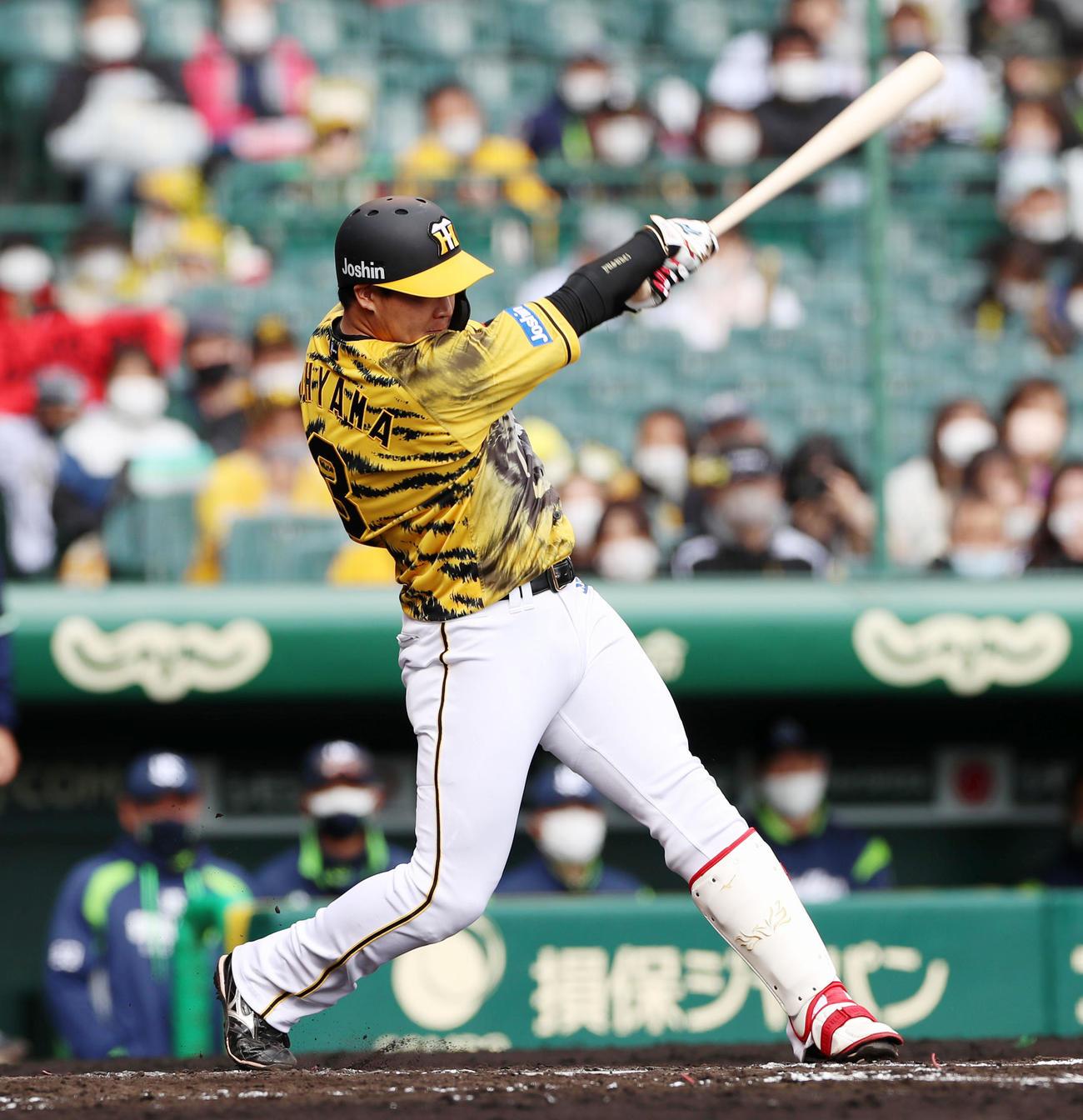 阪神対ヤクルト 3回裏阪神無死満塁、大山は右前適時打を放つ(撮影・加藤哉)