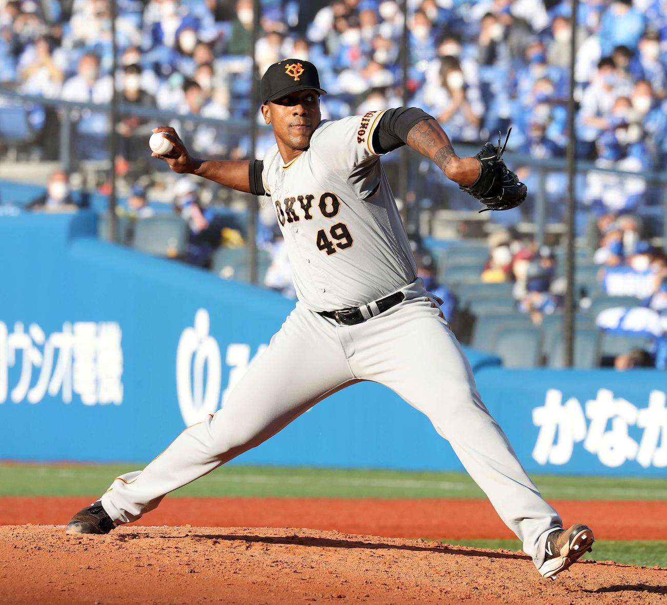 DeNA対巨人 5番手で力投する巨人ビエイラ(撮影・鈴木正人)