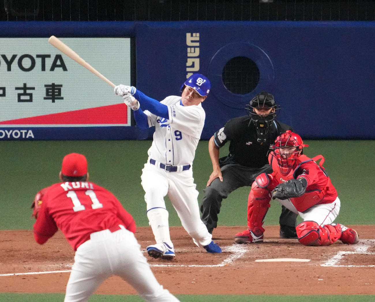 21年4月17日、中日対広島 4回裏中日1死二塁、右適時二塁打を放った福留