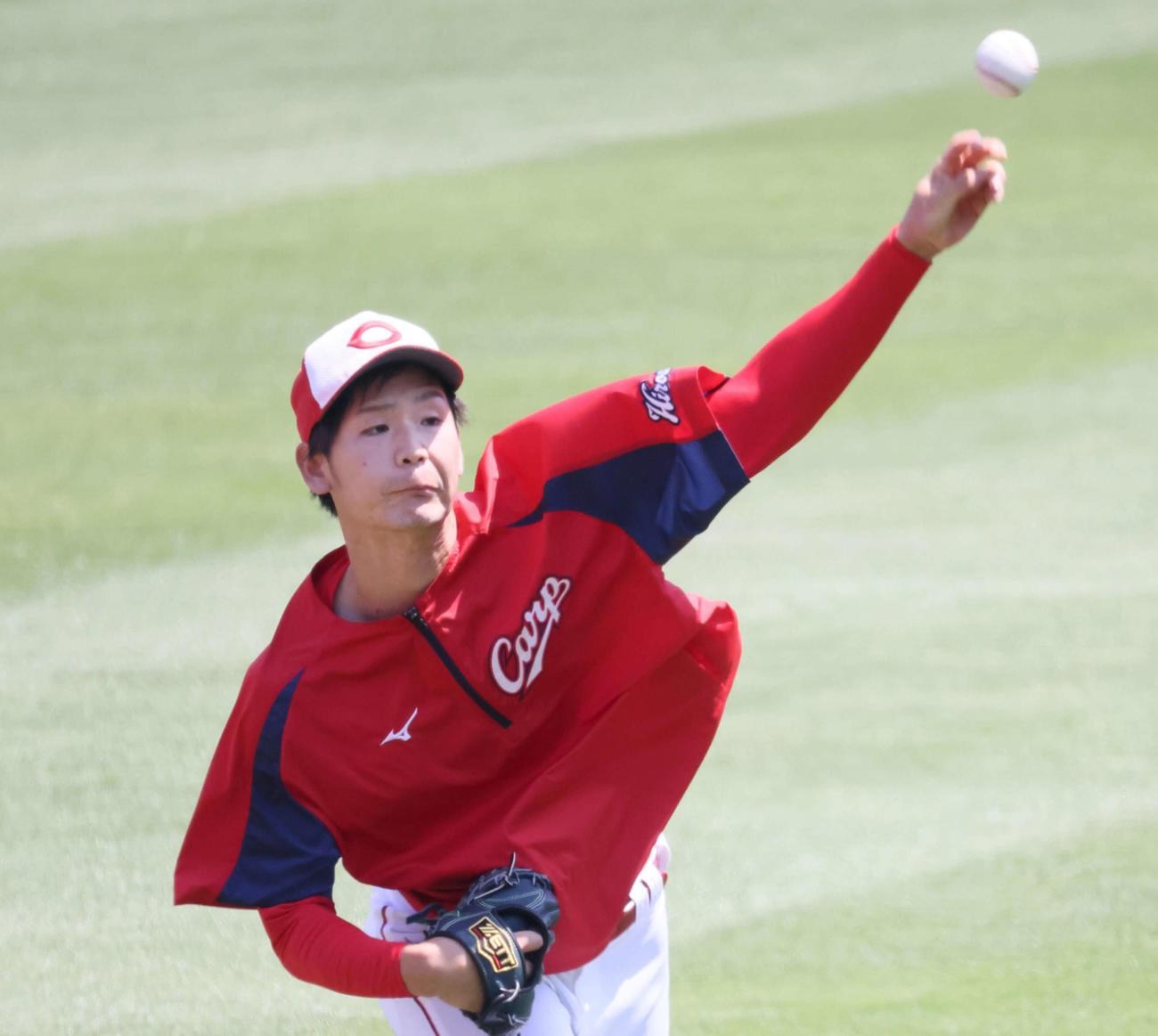 広島投手指名練習 キャッチボールをする森浦(撮影・加藤孝規)