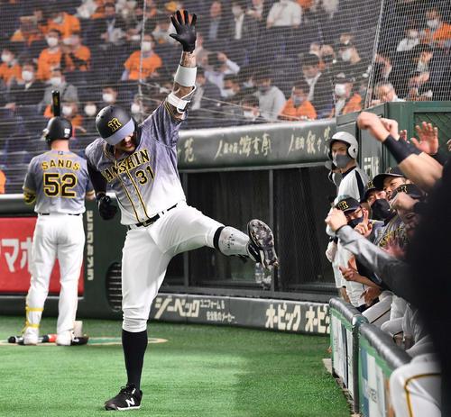 巨人対阪神 1回表阪神2死、左中間へ先制本塁打を放ちラパンパラポーズを決めるマルテ(撮影・上田博志)