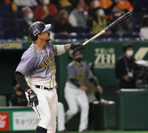 巨人対阪神 3回表阪神無死一塁、2打席連続となる2点本塁打を放つマルテ(撮影・足立雅史)