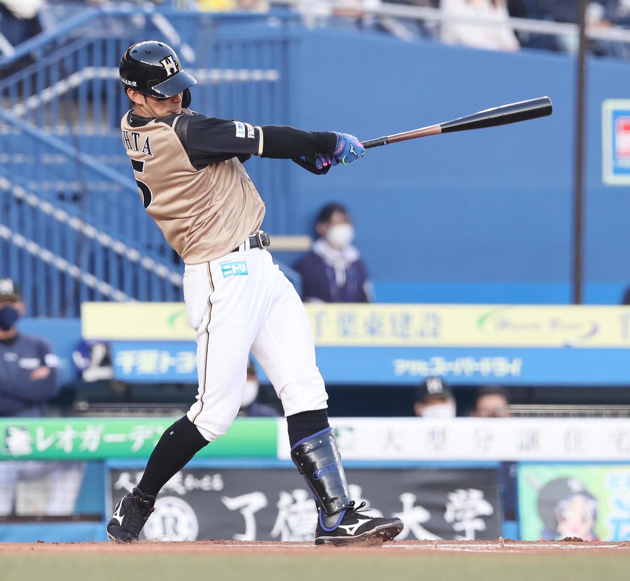ロッテ対日本ハム 1回表日本ハム無死、先制の先頭打者本塁打を放つ大田(撮影・垰建太)