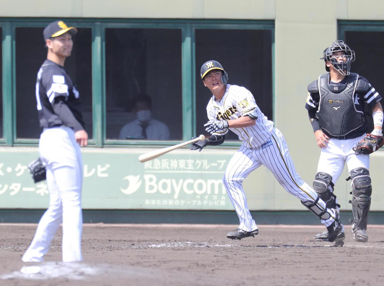 4回1死一塁、阪神小野寺はソフトバンク武田翔太から左越え2ランを放つ(代表撮影)
