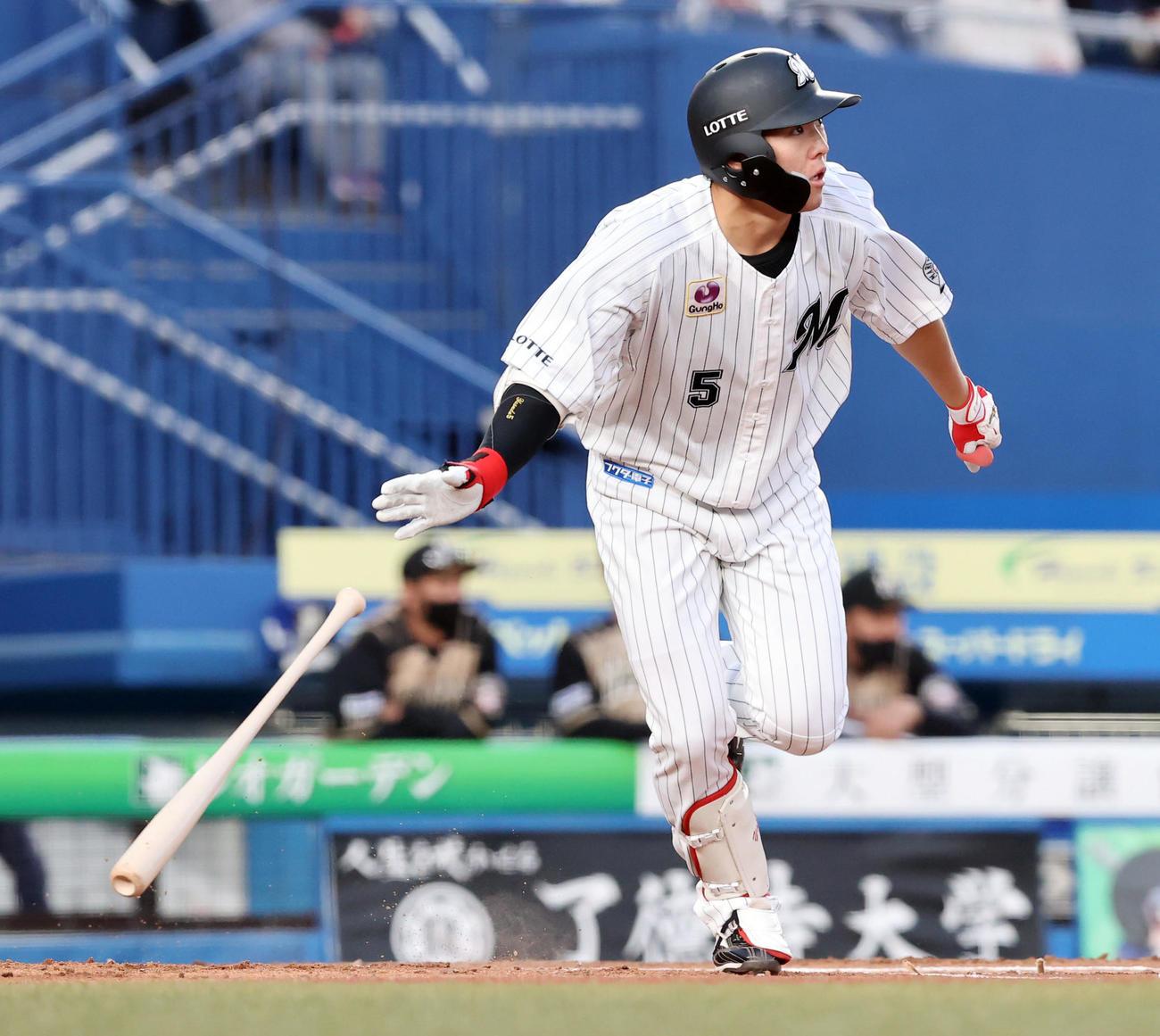 ロッテ対日本ハム 1回裏ロッテ2死一塁、適時二塁打を放つ安田(撮影・垰建太)