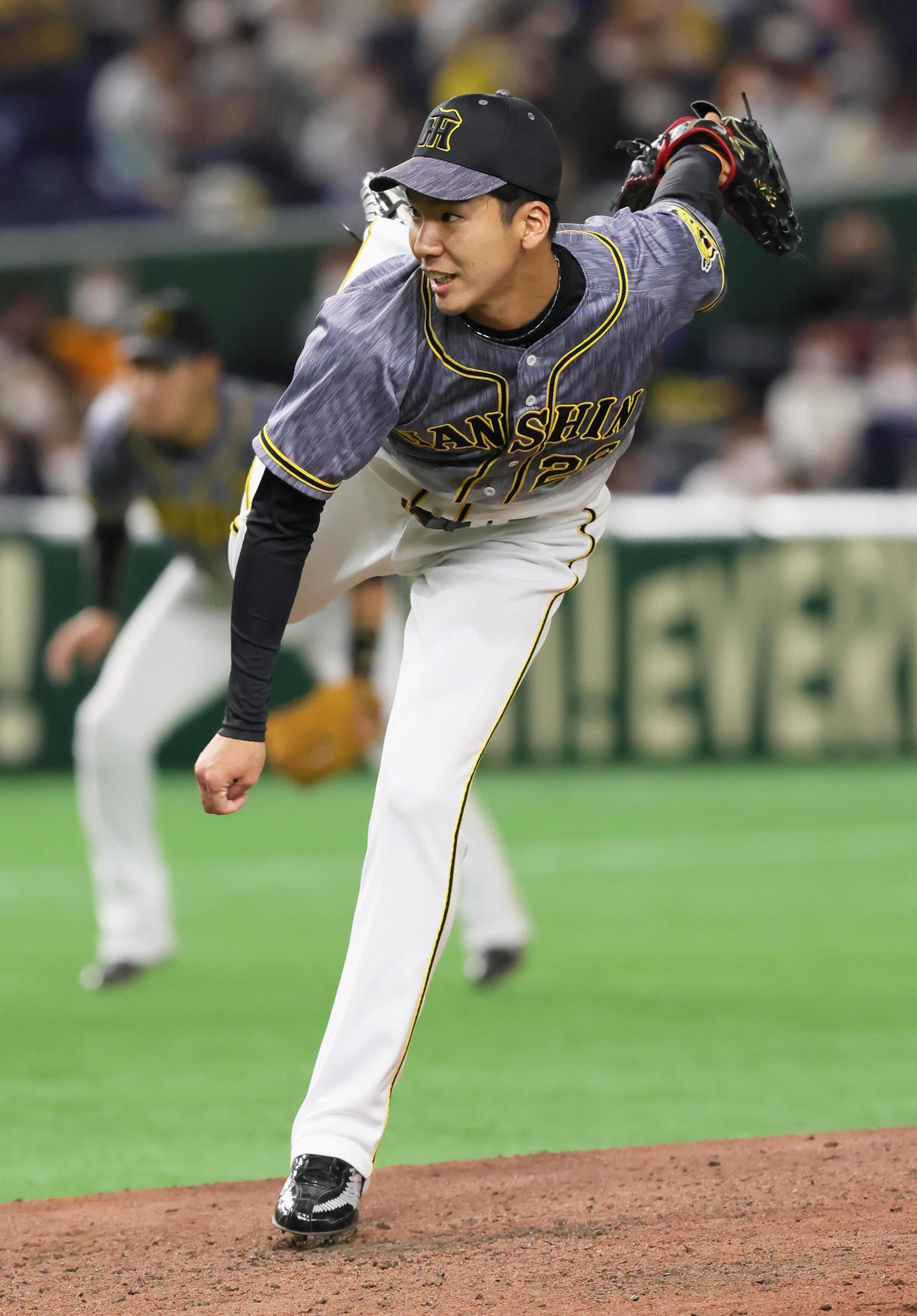 巨人対阪神 4回から登板した阪神小野(撮影・足立雅史)