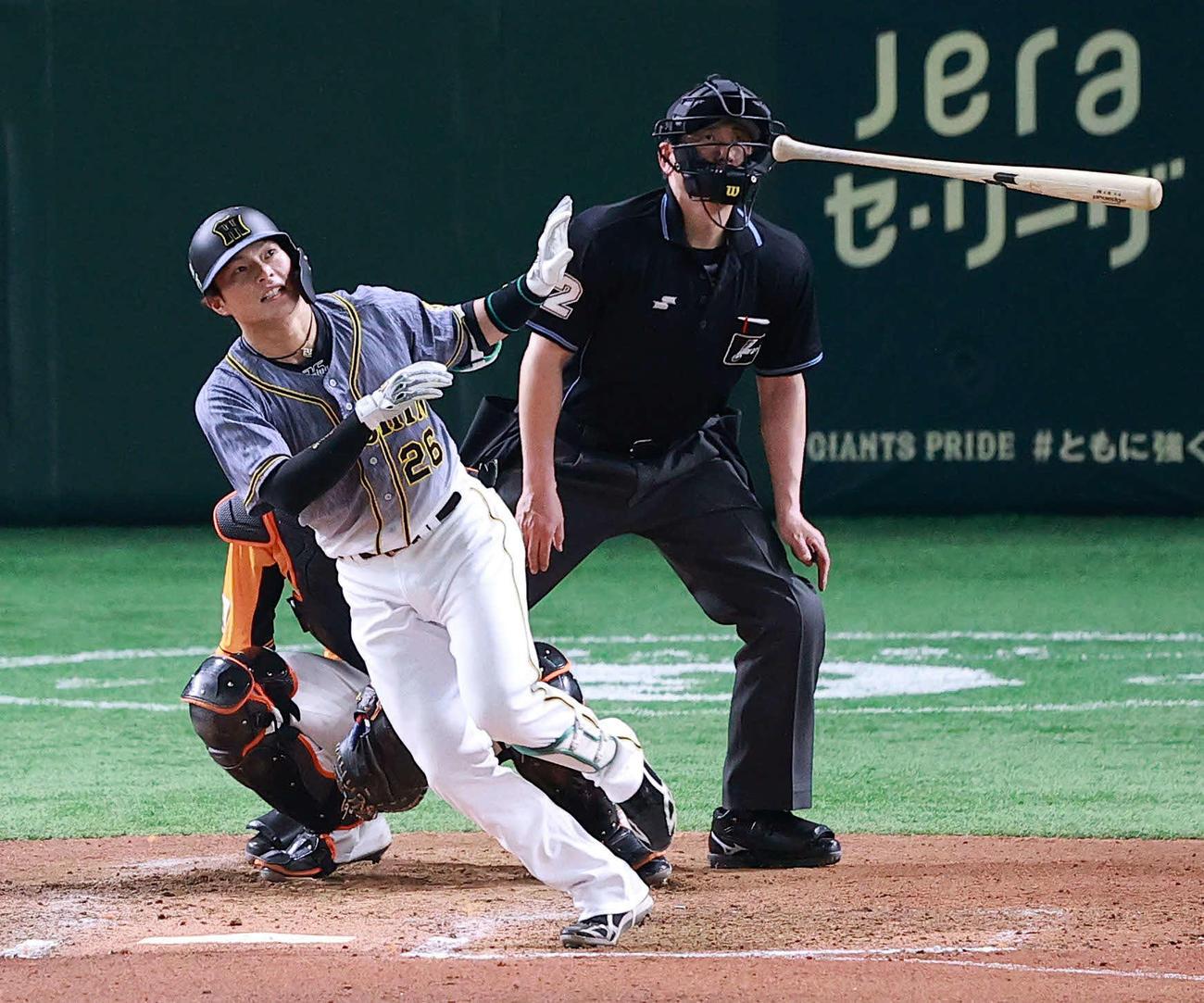 巨人対阪神 6回表阪神2死一塁、北條は左越え2点本塁打を放つ。投手高橋(撮影・浅見桂子)