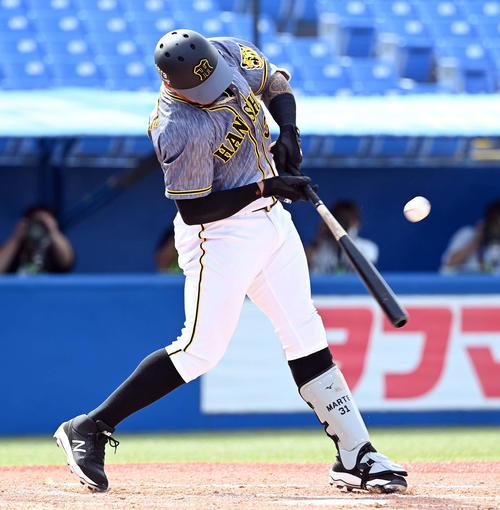 3回表阪神無死二、三塁、中前に先制の適時打を放つマルテ(撮影・たえ見朱実)