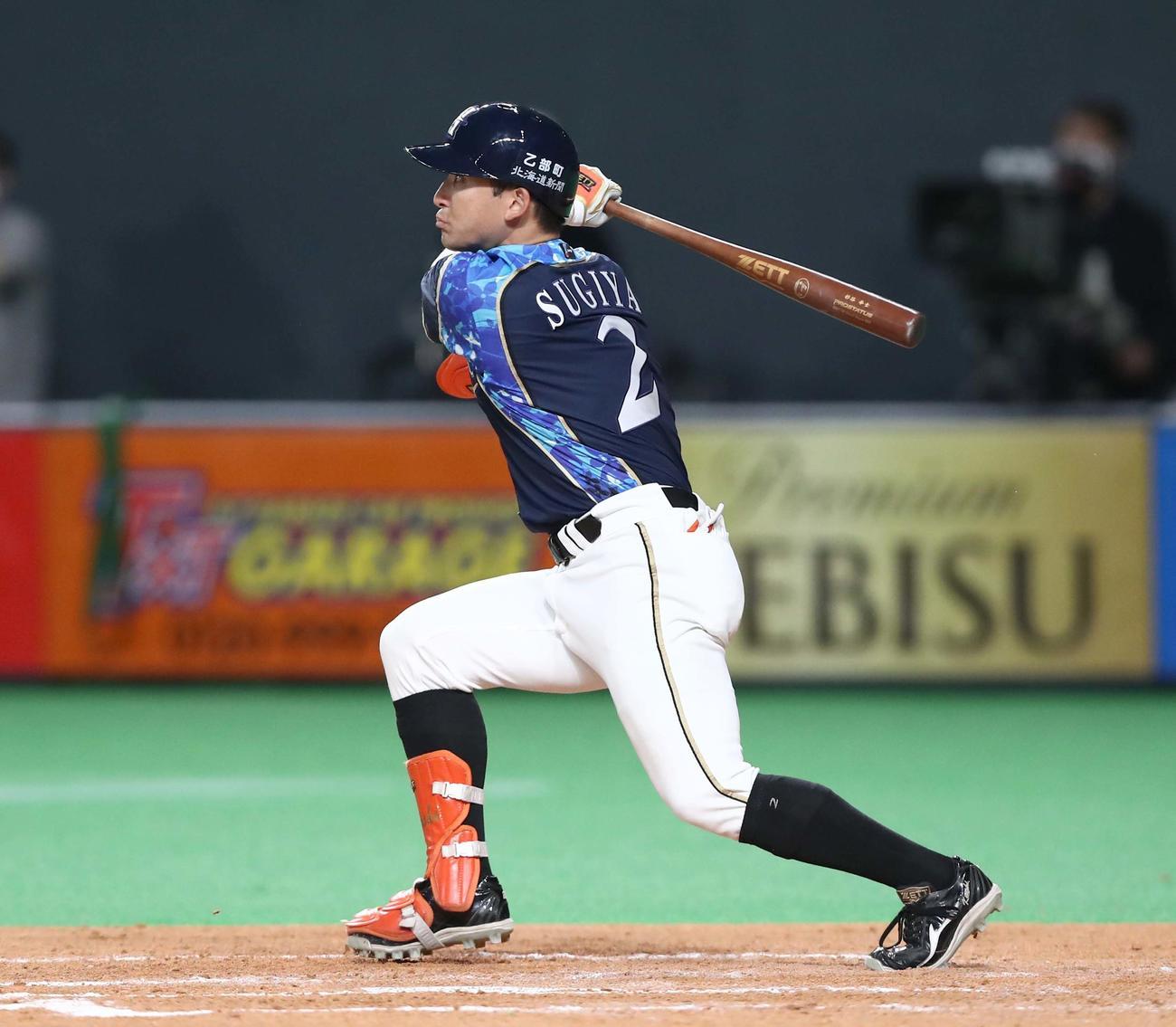 日本ハム対楽天 3回裏日本ハム2死、右越え本塁打を放つ杉谷(撮影・黒川智章)
