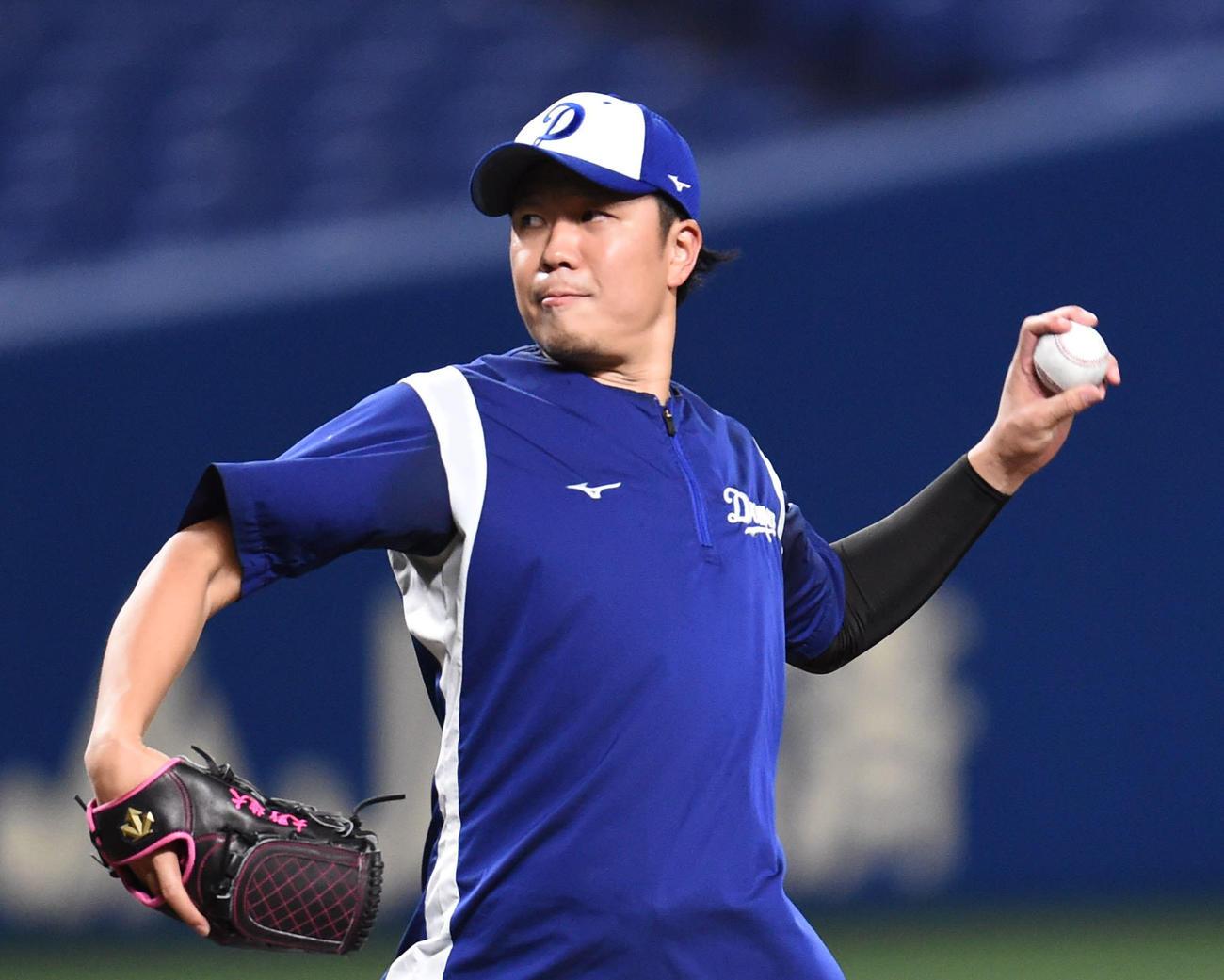 中日投手練習 マウンドを利用し投球練習をする大野雄(撮影・森本幸一)