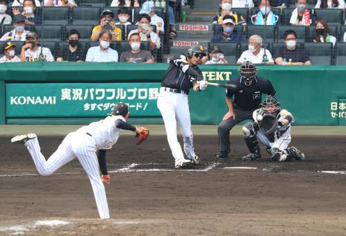 阪神対ソフトバンク 7回表ソフトバンク1死一、三塁、柳田は空振り三振に倒れる(撮影・宮崎幸一)