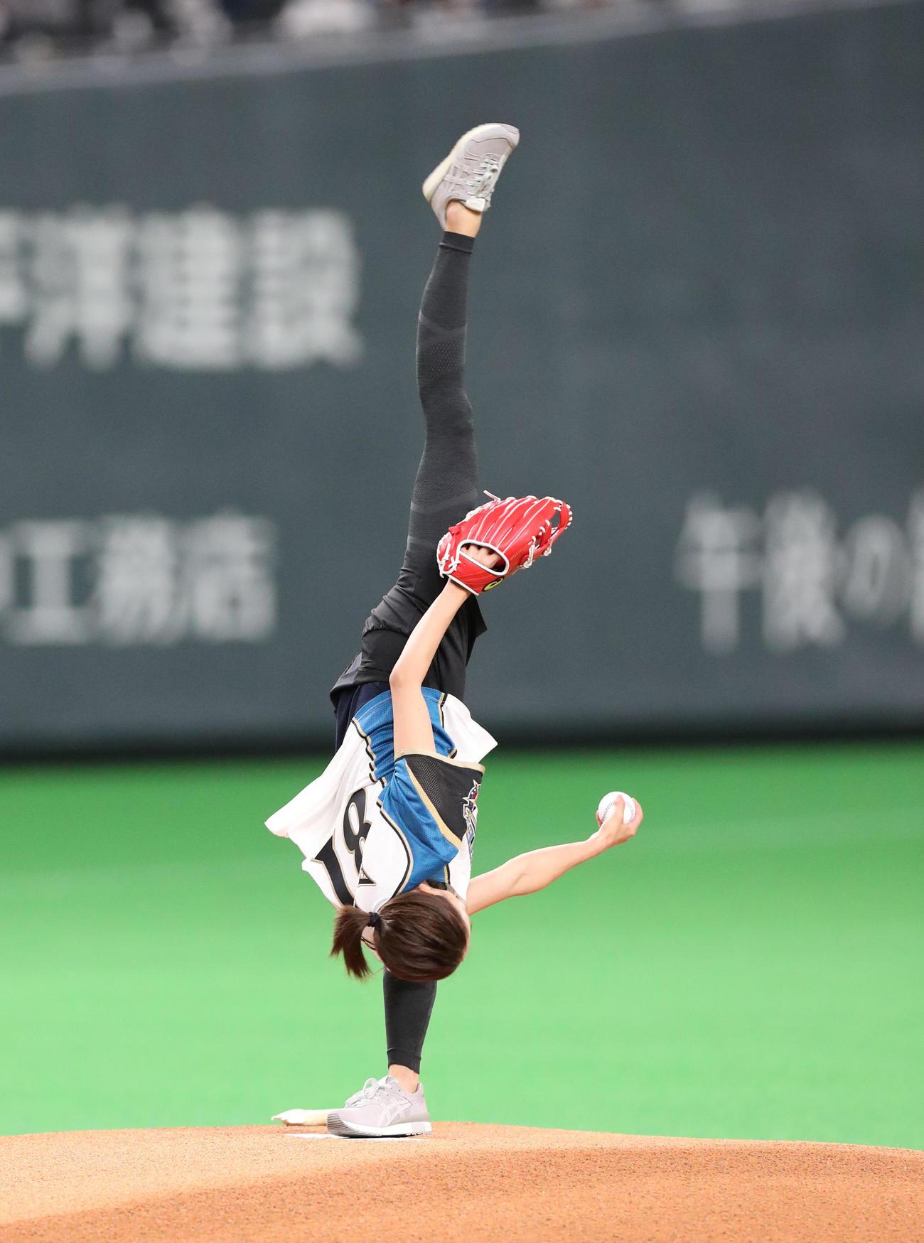 日本ハム対DeNA 始球式を務める畠山愛理さん(撮影・佐藤翔太)