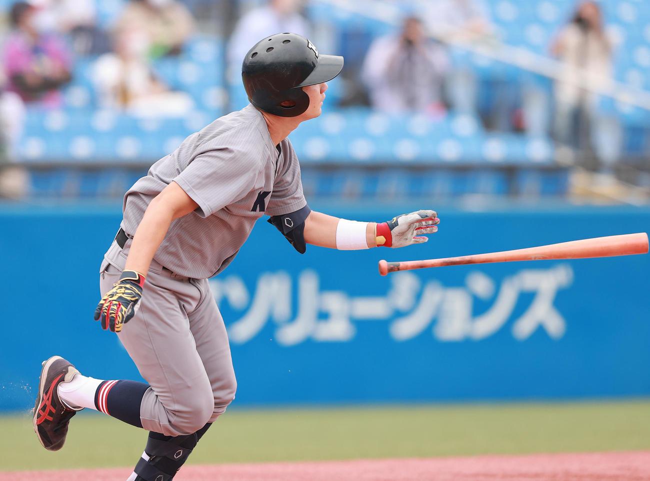 慶大対福井工大 1回表慶大2死一塁、先制2点本塁打を放つ正木(撮影・野上伸悟)