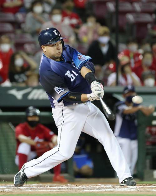 広島対西武 7回表西武無死、山川は同点の左越え本塁打を放つ(撮影・加藤孝規)