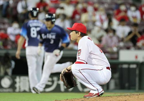広島対西武 7回表西武無死、山川に同点の左越え本塁打を打たれた大瀬良(撮影・加藤孝規)