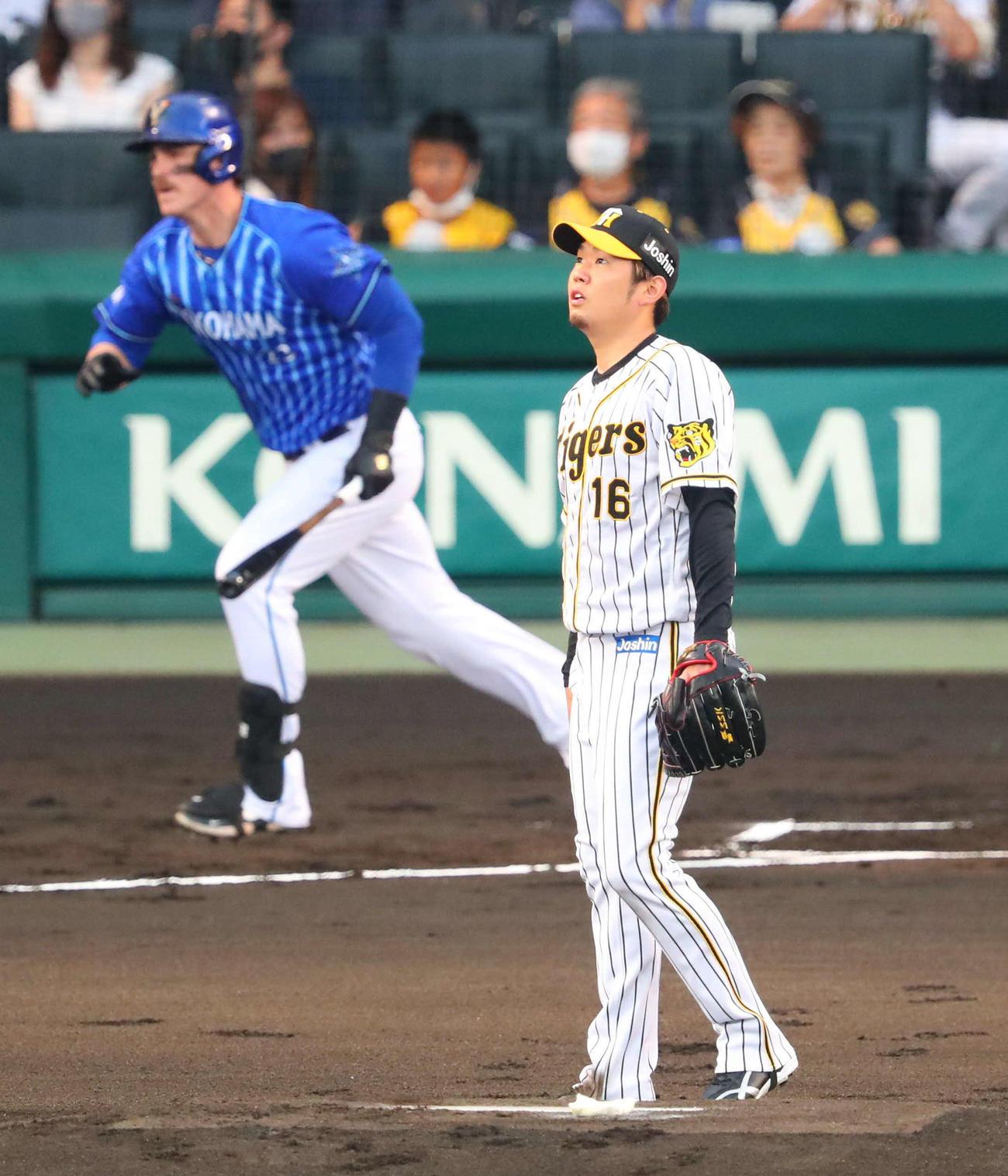阪神対DeNA 1回表DeNA2死三塁、西勇はオースティンに右越え先制2点本塁打を浴びる(撮影・宮崎幸一)