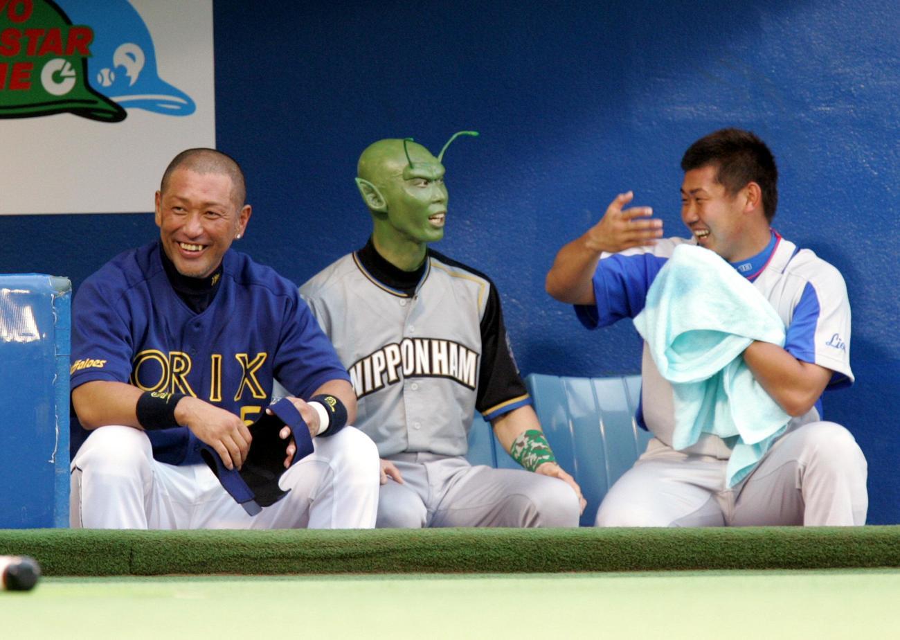 2006年7月オールスター第1戦 左から清原和博、宇宙人メークの森本稀哲、松坂大輔