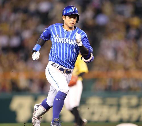 阪神対DeNA 5回表DeNA2死、左中間をやぶる三塁打を放つ桑原(撮影・清水貴仁)