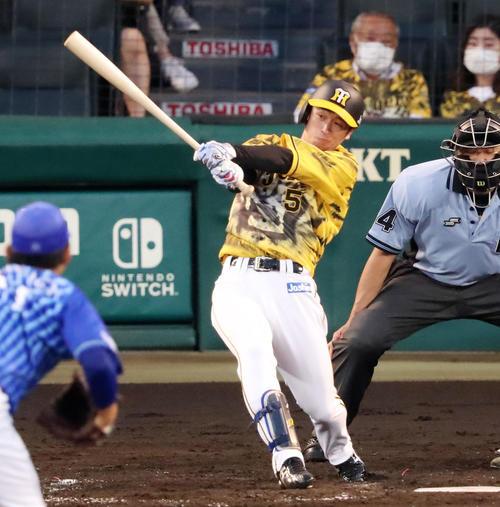阪神対DeNA3回裏阪神1死、近本は右越え本塁打を放つ(撮影・加藤哉)