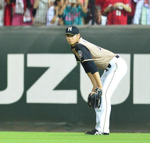 5番投手で先発した大谷翔平。降板後は右翼の守備についた(2013年6月18日、撮影・井上学)